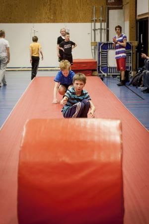 Mångsidigt tränande. Koordinationsförmåga, snabbhet, vighet och styrka är några av färdigheterna som tränas.