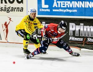 Veteranernas duell i kvartsfinalserien som Edsbyn vann med 3–1. Och när Oscar Jonsson slutar tar Stefan Larsson över hans plats i Edsbyn.