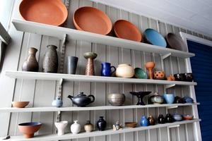 Uno Öhrns keramiksamling står kvar i portgången.