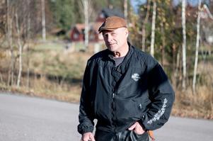Rauno Korkiakoski har bott i Kolpebo sedan 1988. Han berättar att det bara några dagar innan fyrhjulingsstölden även försvannn en vattenskoter i byn. Den återfanns senare i skogen.