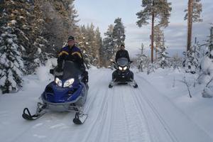 Torbjörn Jonsson och Mikael Högdahl provkör skotersträckan som i dag är 6 kilometer lång.
