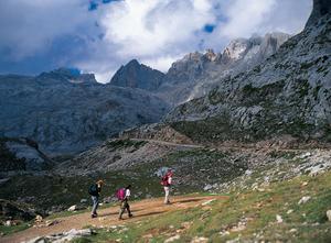 Höga vandringar med utsikter på Picos de Europa.