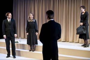 Mattias Redbo som Jörgen Tessman, Anna Granquist, Per Burell och Maria Selbing.Fotograf: Carl Thorborg