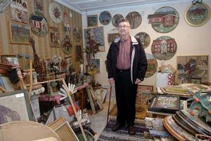 Anderserik är hemma i sin ateljé igen. Något konstnärligt skapande har han inte kommit igång med än efter sjukhusvistelsen.