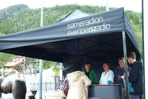 Sameradion inledde sin valturné med debatt i Funäsdalsbergets skugga. Flera samiska förvaltningskommuner ska besökas under turnén norrut mot Kiruna.