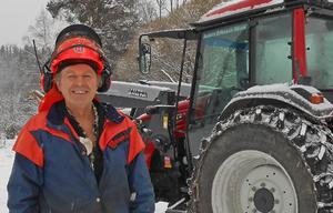 Anders Eriksson fick sig ett minne för livet när han åkte med traktorn ner i Ångermanälvens djup. Genom att krossa fönstret med en skiftnyckel kunde kan ta sig ut och upp till ytan.