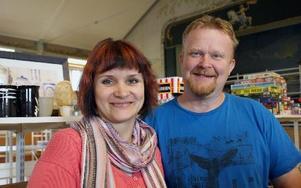 Mikaela och Anders Lindberg från Österfors är nya ägare till Tulavippan, Gagnefs kommuns största besöksmagnet. FOTO: CHARLOTTA RÅDMAN FRANS