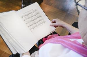 Halv 11 kören är mycket omtyckt. De åker ofta omkring bland äldreboenden och förgyller med vackra sånger från förr.