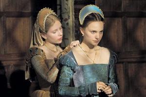 Scarlett Johansson och Natalie Portman är praktfulla i en film som saknar riktig dramatik.