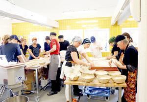 23 elever går de olika utbildningarna inom mejeri, bageri, charkuteri och bär, frukt och grönsaksförädling.