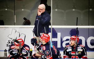 Den 28 mars förra året, Mats Waltin är bekymrad när SSK förlorar hemma mot Västervik och placerar sig sist i kvalserien med tre omgångar kvar.