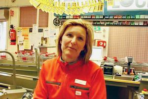 – Vi behöver fler aktiviteter för barn och ungdomar. Dans, bandy, ishockey... Och trygghetsbostäder för pensionärer så att vi får mer inflyttning och får behålla jobben, säger Terese Öström som jobbar i Bergbys Ica-butik.