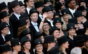 Kvinnor är kraftigt underrepresenterade inom universitetsvärlden. Men i Lund var det ovanligt många kvinnor som fick doktorshattar i fjol.