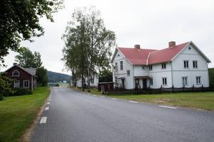 Två lärosalsbyggnader, ett hus med syslöjdssal och bespisningsbyggnad. I den gamla skolan i Näsänget fanns flera lokaler.