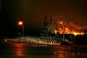 Vita kors symboliserade de arbetstillfällen som skulle försvinna vid nedläggningen av Norrsundetfabriken. Och det var bara början på varselvågen.