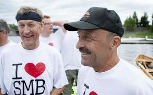 Två lyckliga vinnare från Smedjebackslaget i Kyrkbåtsrodden. Från vänster Göran Engström och Sven Gåsfors. Foto: Carl Lindblad