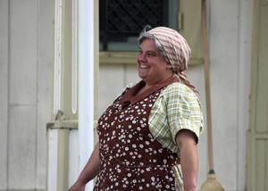 Camilla Lundgren spelar en varm och trygg mammam Ester.