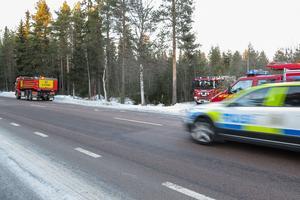Det var så pass väl varningskyltat och brandfordonen var så bra undankörda att trafiken flöt på utan poliser, och de lämnade platsen efter en stund.