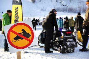 På lördag vid den traditionella skoterträffen är det tillåtet att köra skoter i slalombacken i Los.