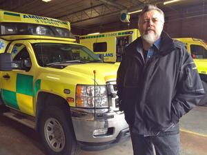 Sista månaden har börjat för ambulanssjukvårdaren Per-Olof Dahlberg i Kramfors. Länets ambulanser ska bemannas med sköterskor enbart.