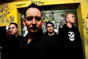 Danska succébandet Volbeat har tidigare fått ett ganska svalt mottagande i Sverige, men nu händer det grejer med slutsålda spelningar och listplaceringar.Foto: Andreas Bönding