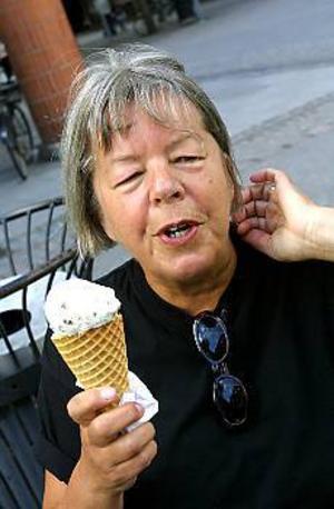 Foto: LEIF JÄDERBERGOrdförande. Elisabeth Harr är måttligt förtjust i glass, men när hon äter ska det gärna vara någon sort med nötter i. Mer förtjust är hon i kammarmusik och den årliga festivalen.