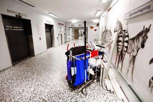 Städningen på sjukhus blir dyrare för Region Gävleborg. Bild: Gun Wigh