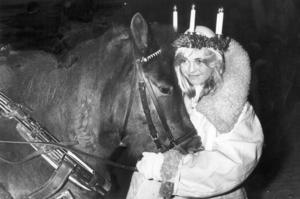 Luciatågandet började dramatiskt. Den oskodda häst som drog lucians släde halkade och föll omkull i blixthalkan som rådde. Det slutade dock väl för alla inblandade.