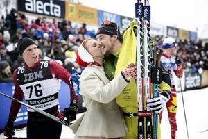 John Kristian Dahl gratuleras efter segern 2014.