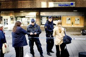 Nordea i Gävle. Rånare tar sig in på Nordea men grips snabbt tack vare ingripande från allmänheten. Flera personer som befinner sig i centrala Gävle bevittnar rånförsöket mot Nordea och många filmar rånet med sina mobiltelefoner.