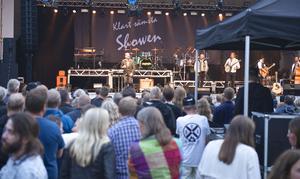 Klart sämsta showen med Småstadsliv, ackompanjerade av Hälsingefyr, uppskattades av publiken.