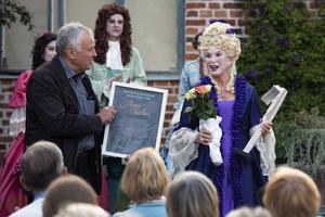 Förra året fick Anne Kulle kommunens kulturpris. I år satsar Kullehusteatern på Tre män i en båt.