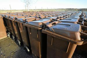 Över 3 000 hushåll och näringsidkare ska få bruna soptunnor i Säter i höst. Foto: Åsa Eriksson