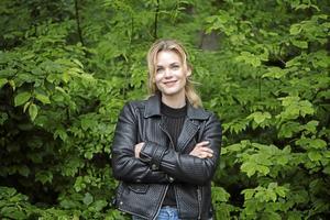 Liv Mjönes, välkänd Sundsvallsbördig skådespelerska, skriver under uppropet för att bevara Sundsvalls Kulturskola. Bild: Fredrik Sandberg/TT