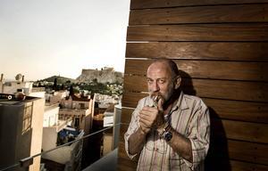Dimitris Petropoulos har i snart 40 år jobbat som skådespelare. De flesta greker känner igen honom från rollen som elak och mordisk premiärminister i