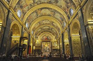 St John-katedralen i Valetta räknas som en av världens mest praktfulla barockkyrkor. De oerhört rikt detaljerade väggornamenten är inte av trä, som man lätt kan tro, utan av förgylld sandsten.