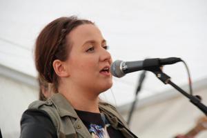 Tvåa var Amanda Östenhag från Österfärnebo med sin finstämda sång Ett liv med mig.