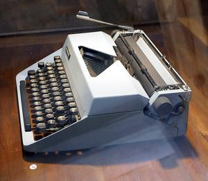 Nytt instrument i orkestern vid årets julkonsert i Gävle. Det ska enligt ryktet höras pling och knatter från gammal skrivmaskin, dock inte just denna något modernare mekaniska apparat.