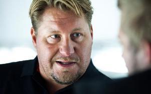 Andreas Appelgren ser inga konstigheter i att Mikael Johansson spelar på kanten. Foto: Mikael Hellsten