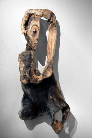 Kvinna - skulptur av Inga Hjohlman.