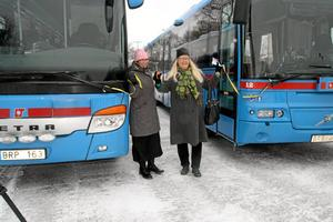 Bandklippning. Kommunstyrelsens ordförande Katarina Hansson och regionstyrelsens ordförande Irén Leijegren invigde  etapp ett på Kumlas resecentrum.