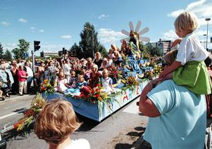 Vagnen med alla Barnens Dagsdrottningar tillhör de stående inslagen i Barnens Dag. Fotot är taget i Borlänge 2009.
