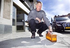 Bertil Ottosson var snabbt ute och mätte radioaktiviteten i Hudiksvall