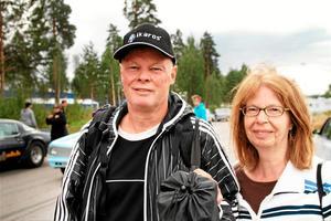Morgan och Ingvor Nyström från Garphyttan har ett stort dragraceintresse. Under söndagen besökte de Linde open.