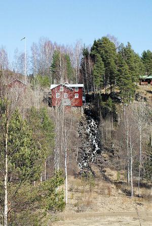 Nu söker ägaren till Vålsjö kvarn vattendom för anläggningarna vid Stråsjöbäcken. För fyra år sedan stoppade miljööverdomstolen driften i det minikraftverk som anlagts intill kvarnen.