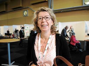 Oppositionsrådet Lena Reyier vill veta om pågående upphandlingen av externa vårdgivare i närtid kan lösa situationen vid kirurgin i Falun.