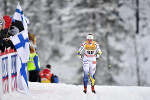 Charlotte Kalla klappade ihop totalt i världscuppremiären och kom fyra minuter efter segrande Marit Björgen.
