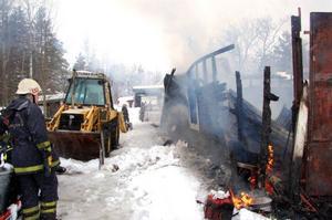 Traktorn klarade sig med lite brännskador.