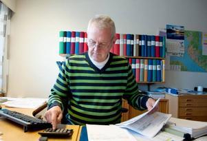 Kenneth Winterqvist får i genomsnitt tio samtal per dag som enbart berör belysningen vid gator samt gång- och cykelvägar.