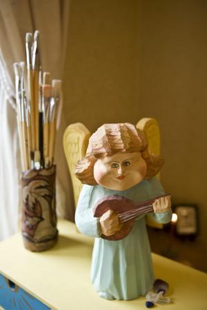 Natalies och Anastasias lägenhet har en hel del änglar. Denna är gjord av en polsk träkonstnär och köpt i Gdansk.